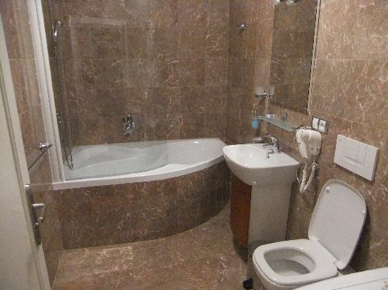 Residence U Cerne Veze: bathroom