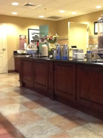Hampton Inn & Suites Wichita-Northeast : Breakfast area at the Hampton Inn, Wichita