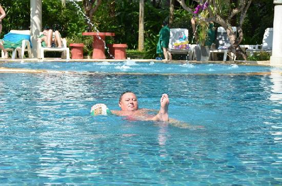 Golden Beach Resort: Pool area