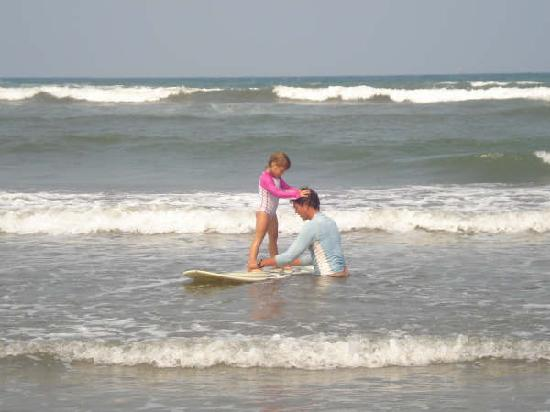 Kyra 4yrs old 360 Surf School in Veracruz