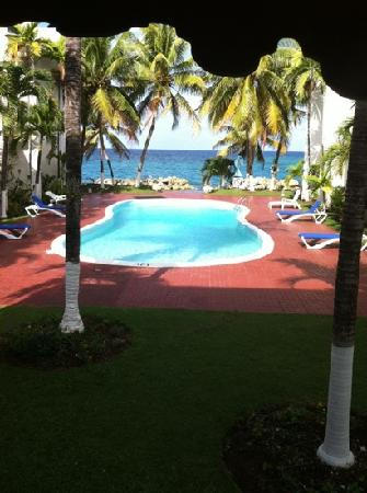 Chrisanns Beach Resort: the view from reception
