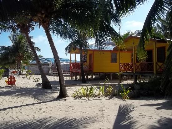 Julia's Rooms and Guesthouse: Footsteps from the beach