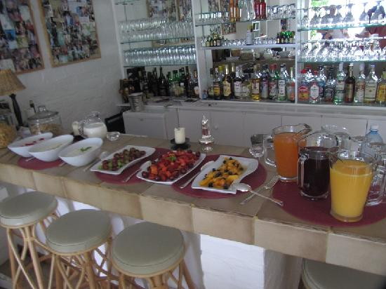 Jacaranda B & B: Breakfast buffet