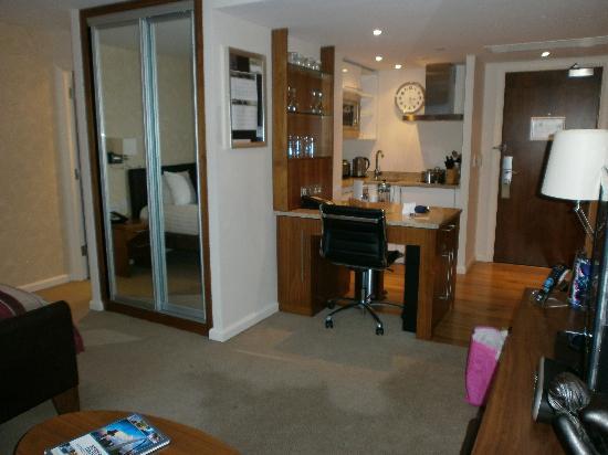 Staybridge Suites Newcastle: Kitchen area