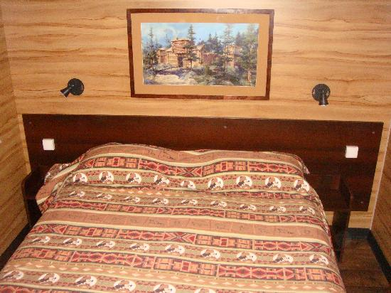 Chambre principale picture of disney 39 s davy crockett for Chambre hotel disney