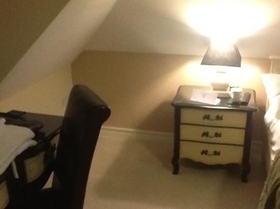 إنوسينس رومز إيست: bedroom