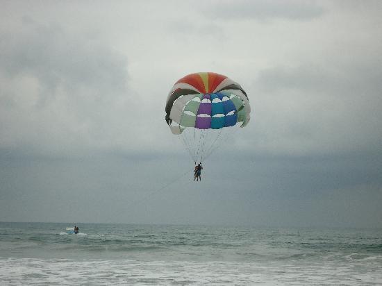 Royal Decameron Mompiche: parasailing