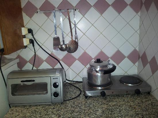 Appart Hotel Amina: cooking equipment & electrics