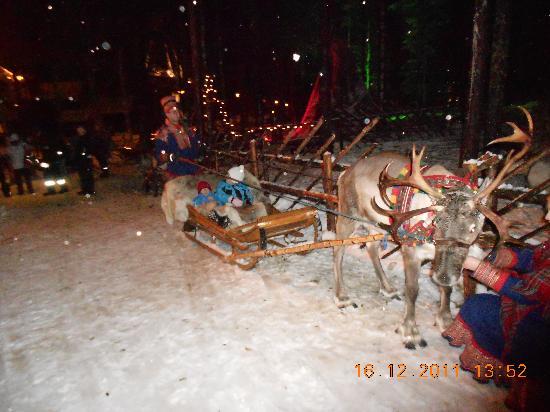 Santa Claus Holiday Village: Kids heading on reindeer sleigh ride