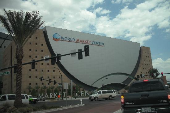 Las Vegas North Premium Outlets: Llegando al Premium Shopping