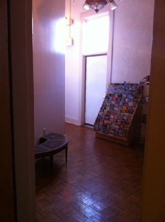 Don Vicente de Ybor Historic Inn: Hallway to the room.