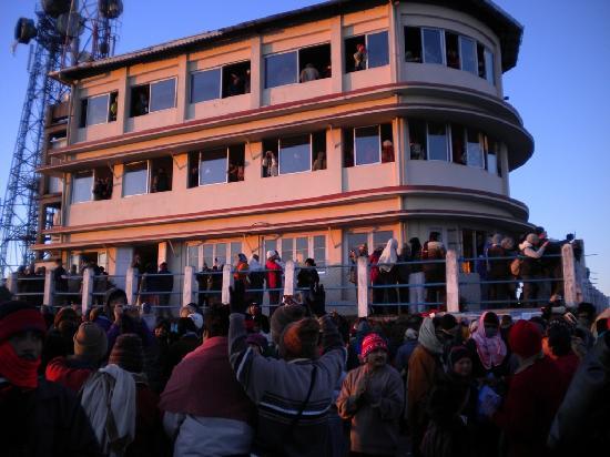 Tiger Hill - crowd, Nov 2009