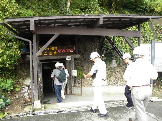 Matsushiro Zozan Chikago : ヘルメットをかぶって入坑
