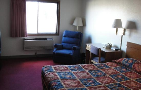 Super 8 Front Royal: Room pic