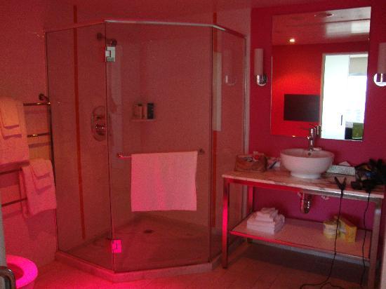 las vegas hotel casino bathroom bedroom go deluxe strip view room