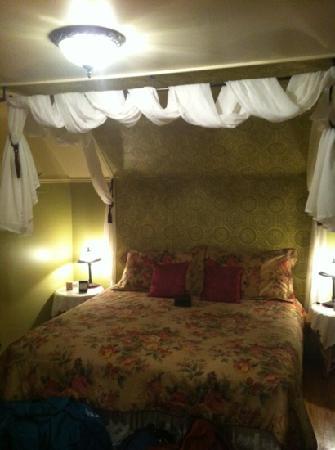 Gite Ici et Maintenant : our room2-cote jardin