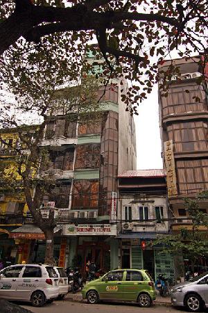 Hanoi Serenity Hotel: Tall, skinny hotel building
