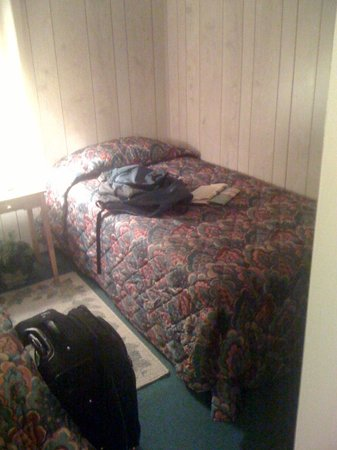 Talkeetna Motel: One of two single beds
