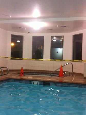 Best Western Plus Seattle/Federal Way: Hot Tub Routine Maintenance