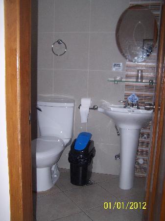 Elegant Star Apartelle: Bathroom