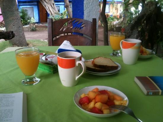 Amar Inn B&B: breakfast