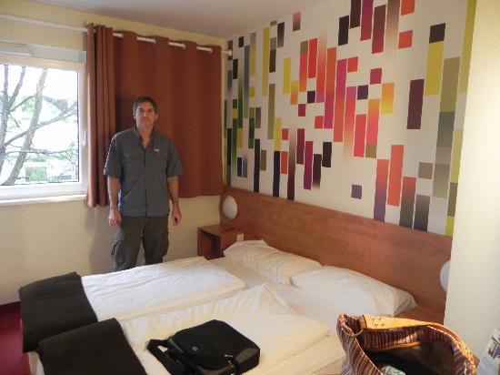 B&B Hotel Stuttgart-City: Habitacion
