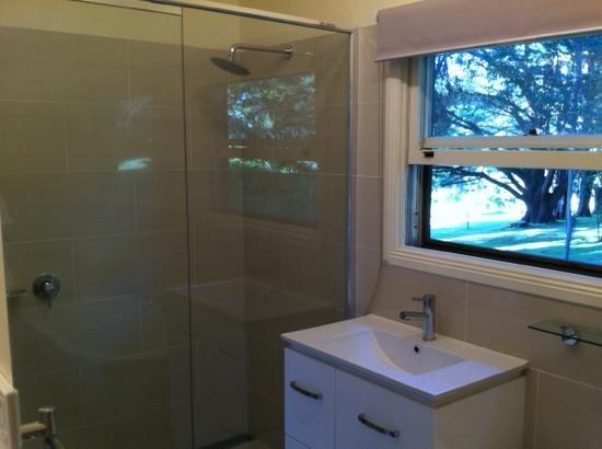 Quamby Homestead: the old schoolhouse bathroom