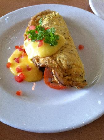 Commodore Airport Hotel, Christchurch: Omelette for breakfast
