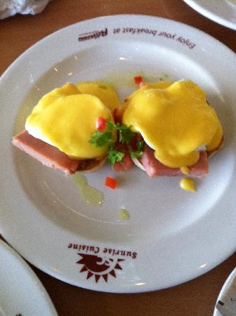 Commodore Airport Hotel, Christchurch: Eggs Ben