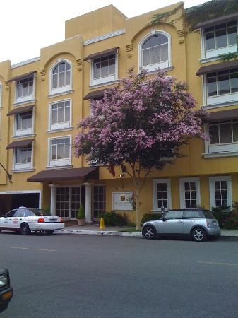 Mosaic Hotel Beverly Hills : hotel entrance