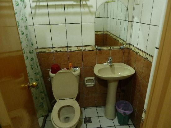 La Brea Inn: Zimmer 407 - Bad