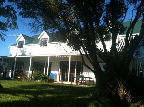 Jacaranda Lodge: charming tranquil farmhouse