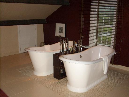 Bainbridge, UK: His and Hers bath