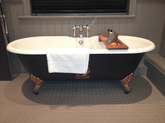 Fox & Anchor : Lovely bath