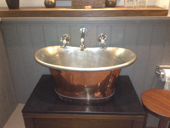 Fox & Anchor : hand basin