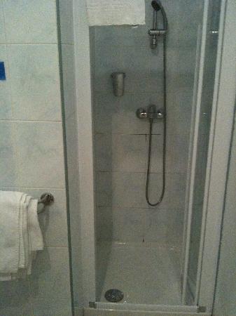 Hotel la Villa Marine: shower area in the bathroom