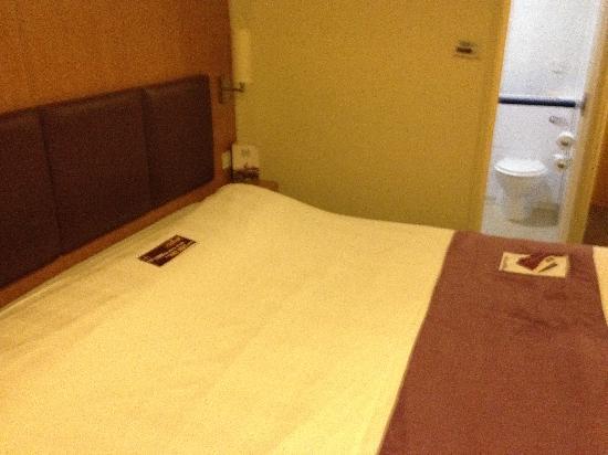 Taunton, UK: large bed