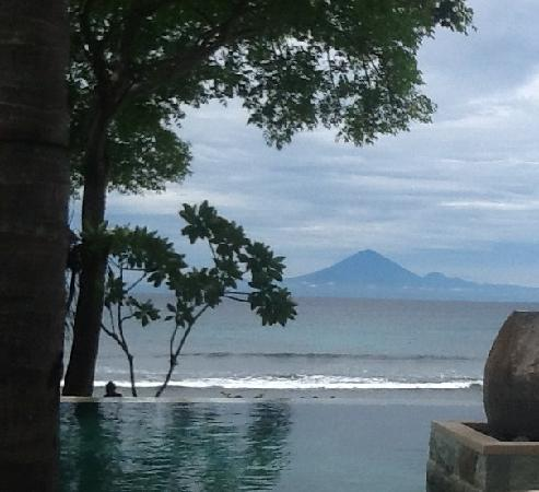Qunci Villas Hotel: View out from infinity pool over to Bali