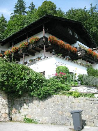 Pension Haus am Berg: Hotel from the street
