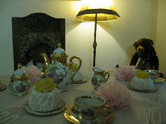 Pension Haus am Berg: Bear tea party in the top of the stairs