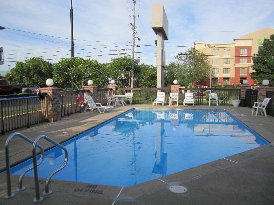 BEST WESTERN Chaffin Inn: Blick auf den Pool