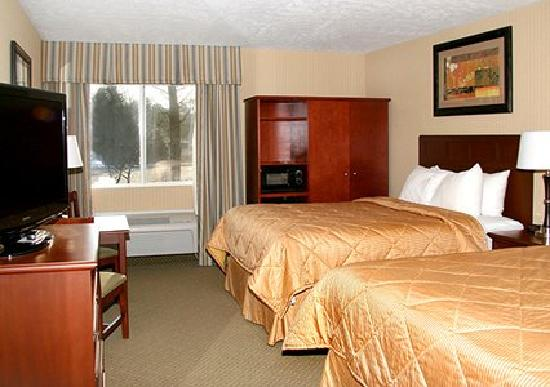 Comfort Inn Traverse City: We have 40 rooms with two queen beds