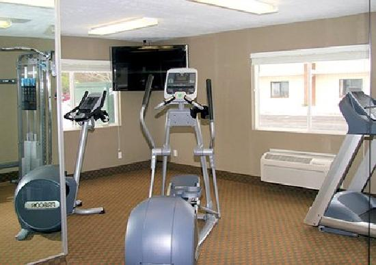 Comfort Inn Traverse City: Fitness room with state of the art Precor equipment