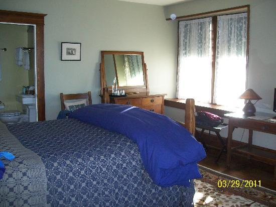 Laurel Lodge: The spacious Cedar Room