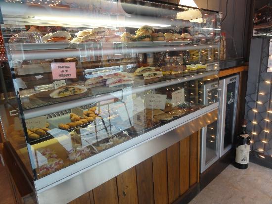 Osteria Dei Pugni: food counter