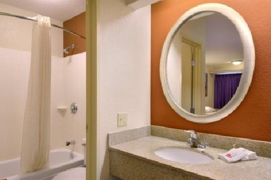 Red Roof Inn Milford - New Haven: Sink Area