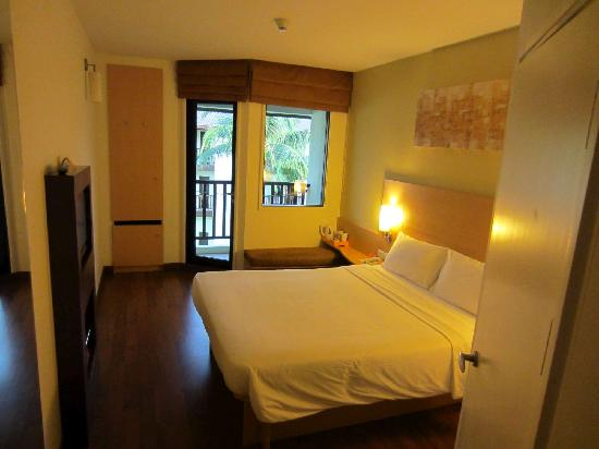 ibis Samui Bophut: View of room as seen from entrance