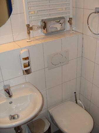 A&O Wien Stadthalle: Banheiro privativo