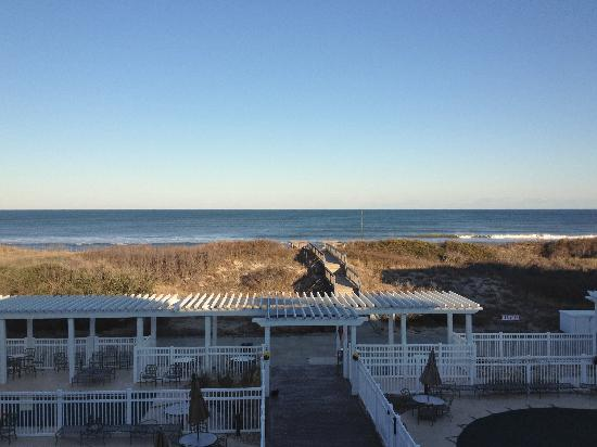 Hampton Inn & Suites Outer Banks/ Corolla: View from 3rd floor ocean / pool view room