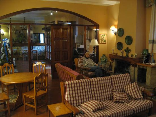 Hotel la Masia del Cadet: one of the two sitting areas